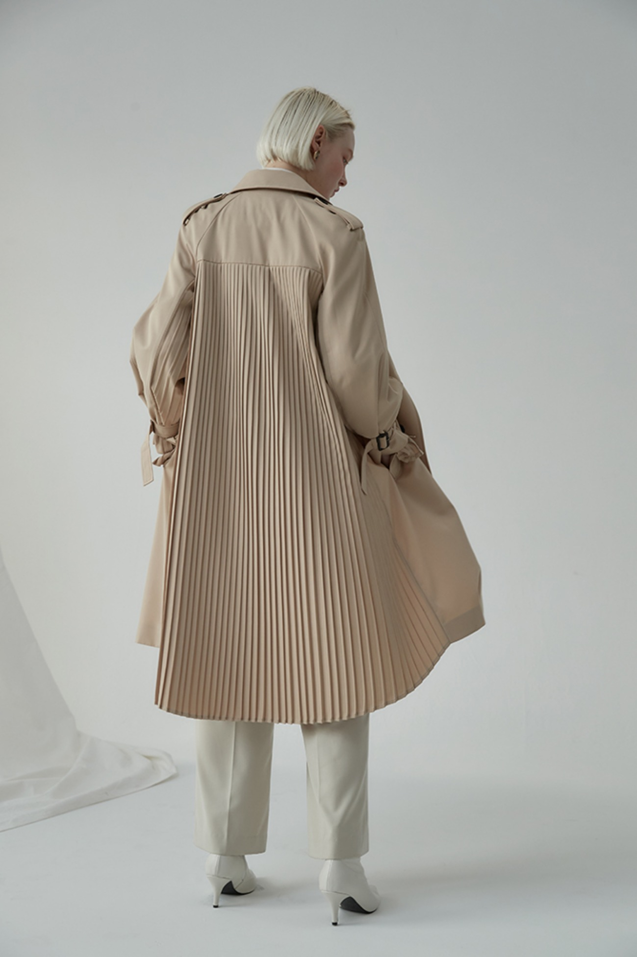 Pleats Back Trench Coat (Beige)