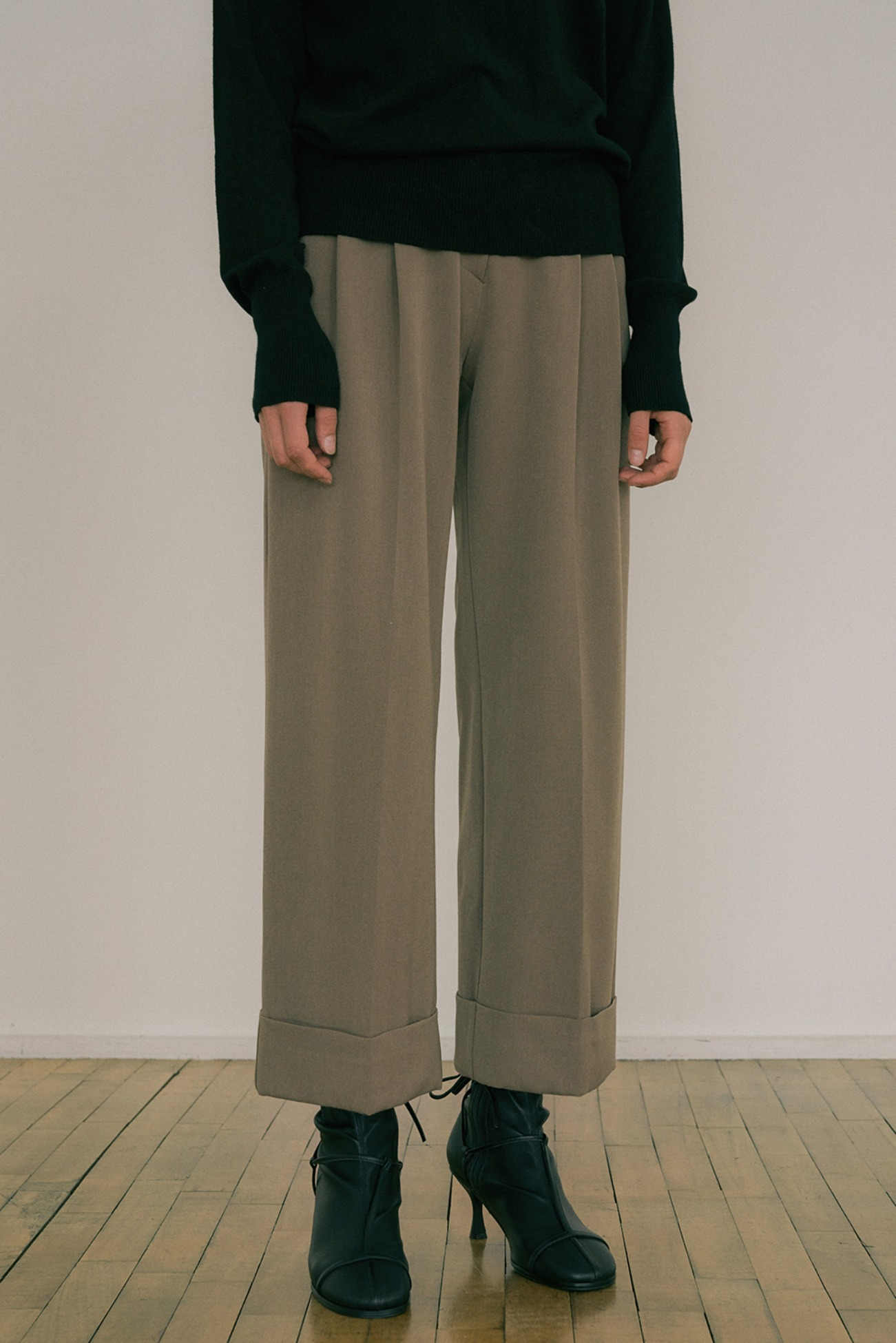 20 FW WIDE CROP TURN-UP SLACKS