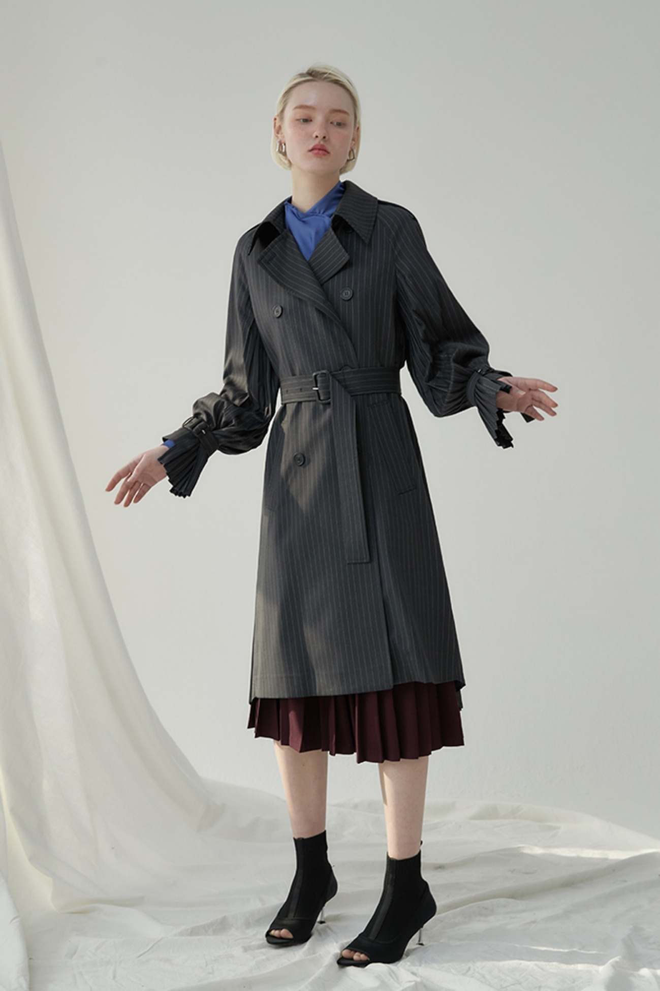 Pleats Back Trench Coat (Black)